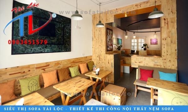 600_ghe-go-quan-cafe