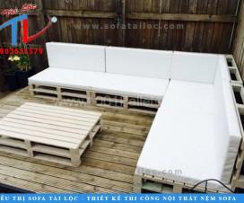 Việc tự đóng ghế sofa bằng gỗ pallet giá rẻ vô cùng đơn giản và dễ thực hiện.
