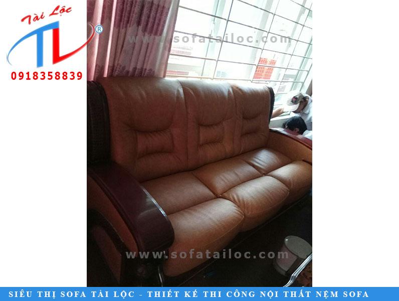 Bọc da ghế sofa giúp bộ ghế mới hơn, vệ sinh hơn,bảo đảm an toàn cho người sử dụng.