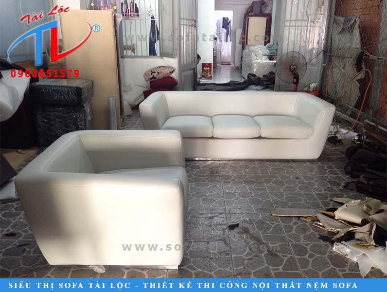 sofa-phong-khach-sau-khi-boc-144-ltk