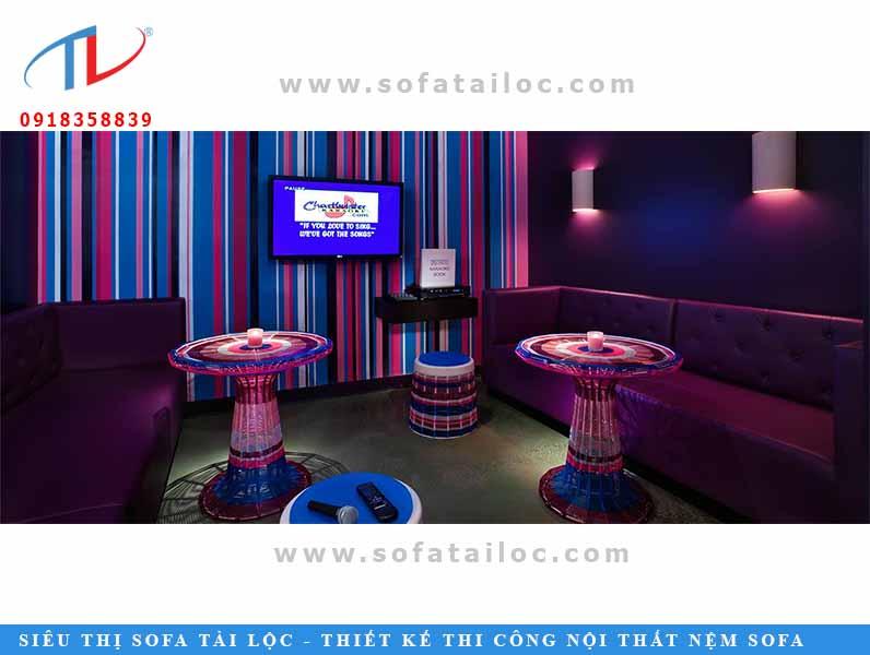 Mẫu bàn ghế karaoke bằng da đẹp, chất lượng sẽ giúp bộ ghế sofa càng sử dụng lâu càng sáng bóng, ngồi mát hơn so với các loại da hay giả da kém chất lượng.