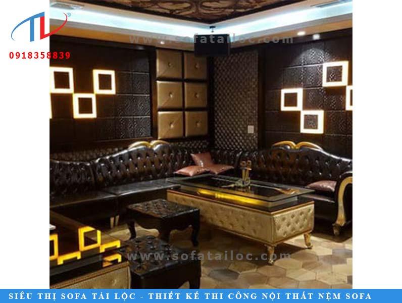 Mẫu ghế karaoke cổ điển sang trọng với tông màu nâu đen sang trọng sẽ giúp bạn có một căn phòng karaoke vô cùng quý tộc, hoàng gia.