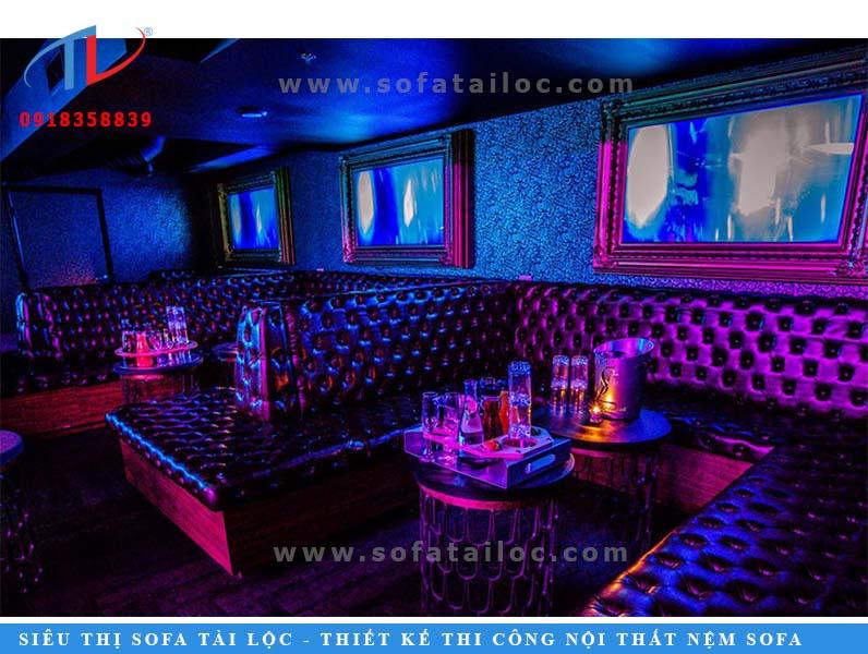 Sofa karaoke cao cấp rút nút xinh đẹp với màu đen thanh lịch.