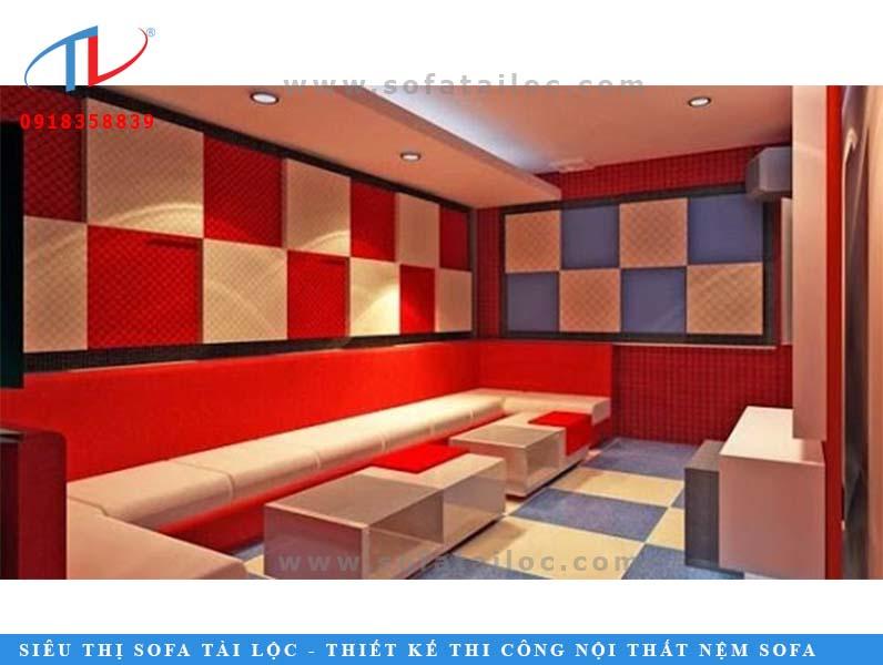 Ghế nệm karaoke phối hợp tông màu đỏ trắng hài hòa.