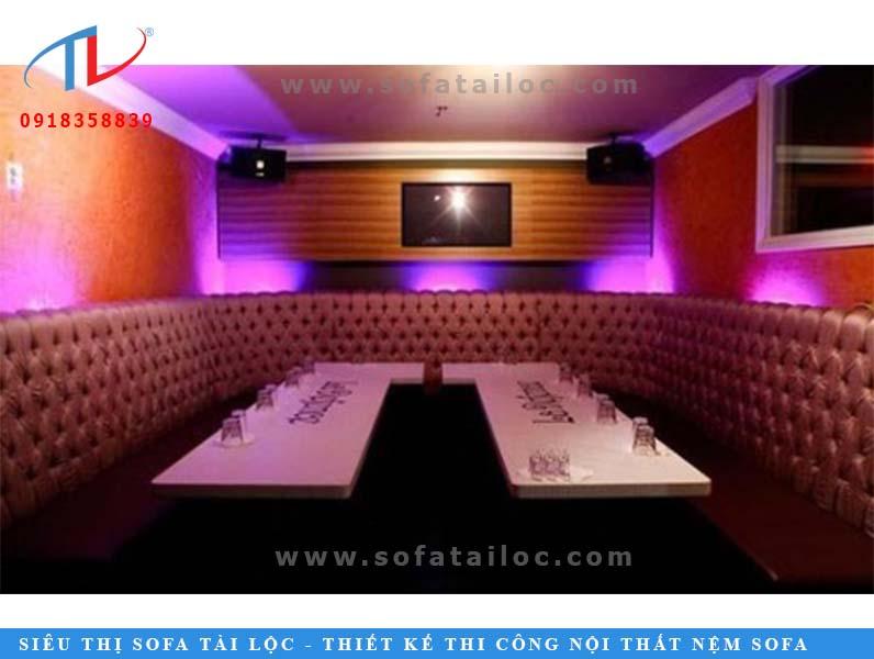 Mẫu karaoke đẹp được rút nút cẩn thận với hình dàng chữ U bo gần hết căn phòng là mẫu ghế được khá nhiều khách hàng sử dụng.