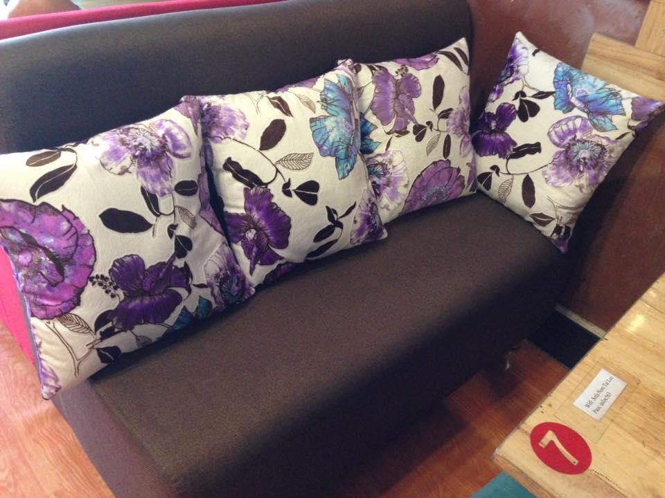 goi-om-nhung-hinh-vuong-trang-tri-sofa