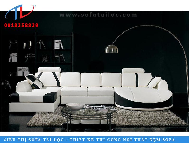 Ai nói, màu trắng là quá đơn giản? Nhìn vào chiếc ghế sofa hình chữ U này với những đường chạm màu đen tối tuyệt đẹp tô điểm cho thiết kế nội thất của căn phòng như vậy. Đầu nằm trên hai bên ghế sofa và một chiếc ghế đi kèm. Bây giờ đây là sự pha trộn hoàn hảo của phong cách và sự thoải mái. FDS khuyên bạn nên sử dụng loại Sofa này nếu bạn muốn thêm một tuyên bố kiểu trong phòng Vẽ của bạn.
