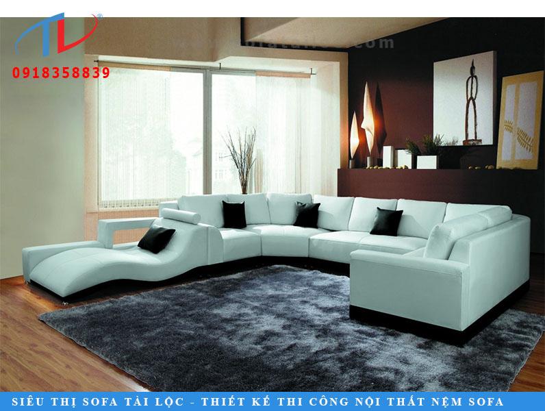 Trắng SofaTranh trắng và màu đen là đồ cổ điển, đặc biệt là trong một phòng khách hued sôi động. Ghế sofa hình chữ U thoải mái này với nền đen nâng lên và đệm đen là đồ nội thất sang trọng bậc nhất. Các lounger cong được thêm vào các yếu tố thoải mái đẹp với sự nghỉ ngơi cánh tay hoàn hảo. Sofa Stylish thiết kế như thế này có thể nâng cao sự trang trí của bất kỳ phòng.