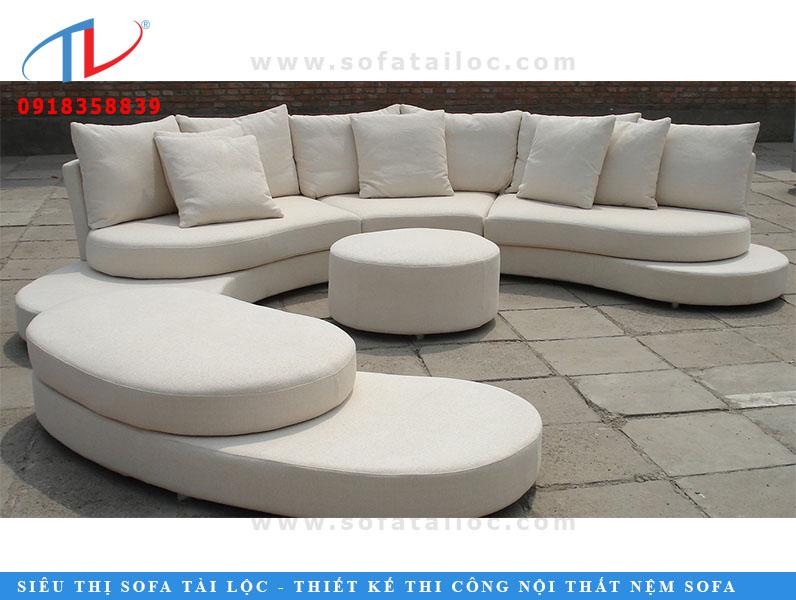 Tất cả các ghế sofa hình chữ C màu trắng là hình ảnh hoàn hảo của sự đơn giản, phong cách và sang trọng. Bất cứ ai cũng muốn chiếc ghế sofa này đặt trong nhà của họ. Nệm trắng được tô điểm cho thiết kế ghế sofa và nền thời trang được thêm vào các yếu tố sang trọng. Futomic khuyên bạn nên sử dụng loại Sofa này trong khu vực Casual Lounge của bạn.