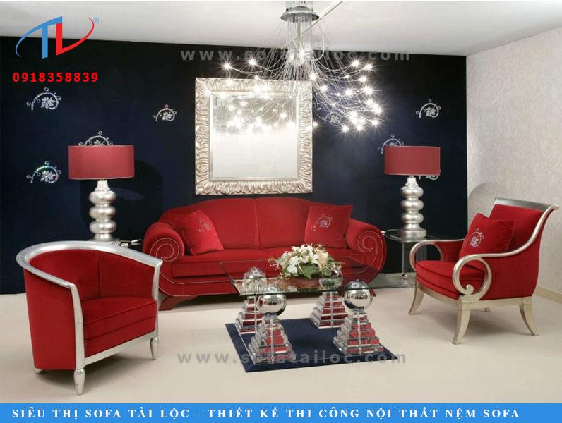 Thêm một mẫu ghế sofa cổ điển được bọc vải nhung đỏ đẹp mắt. Đem lại nét sang chảnh rực rỡ cho không gian ngôi nhà.