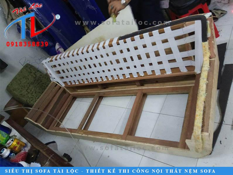 Quy trình sản xuất ghế sofa tại công ty Tài Lộc luôn được kiểm tra nghiêm ngặt.