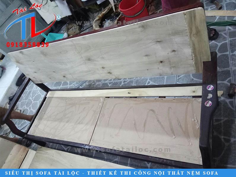 dong-lai-van-ghe-phong-khach-chi-tram-anh-quang-trung