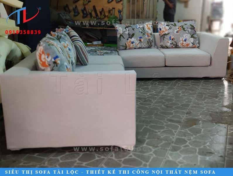 Thi công đóng mới ghế sofa tphcm kèm gối ôm siêu xinh tại nhà chị Ty đường Lạc Long Quân