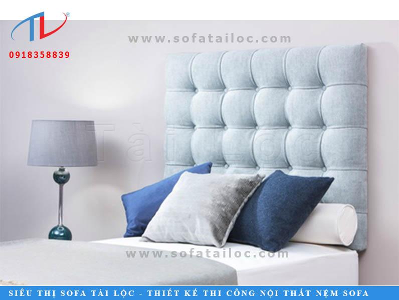 Đừng bỏ qua các gam màu lam nhạt, hồng nhạt. Những màu sắc này sẽ tạo nên những mẫu đệm trang trí đầu giường cực ngọt ngào.