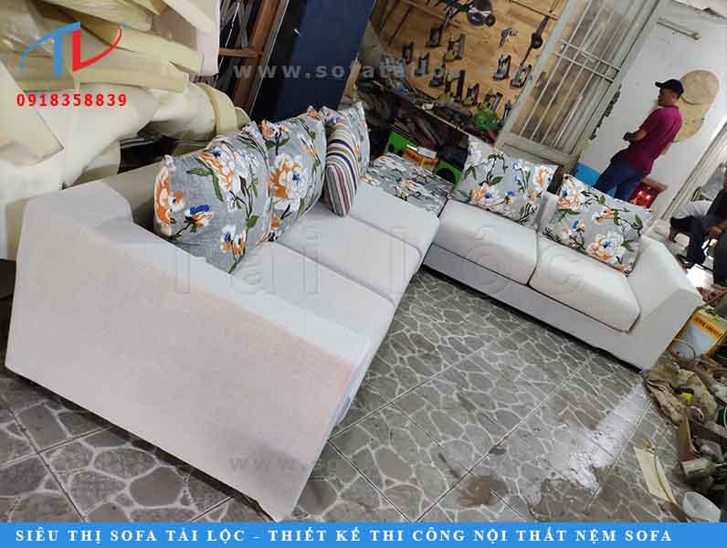Quy trình sản xuất bàn ghế sofa cần trải qua nhiều công đoạn.