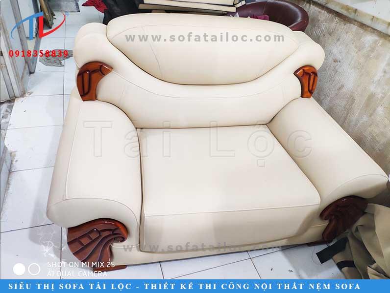 Thi công đóng mới ghế sofa theo yêu cầu tại nhà anh Thưởng, quận 3, TPHCM