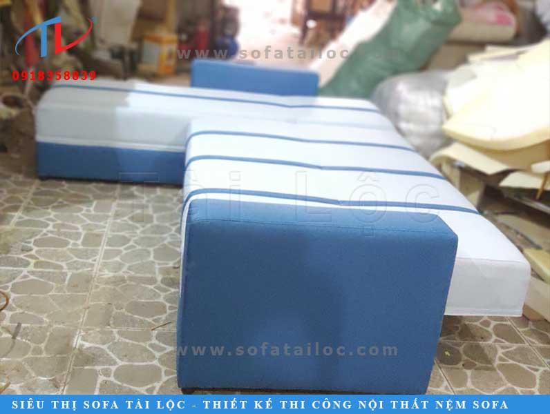 Bộ ghế sofa phối giường tại xưởng bọc ghế sofa. Đây là một trong các dòng ghế được nhiều khách hàng tại TPHCM vì đa năng lại có kích thước nhỏ gọn khá tiết kiệm diện tích.