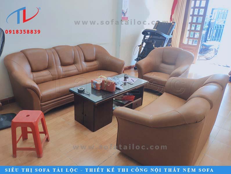 Bọc ghế da hay bọc da ghế luôn là sự lựa chọn của phần đông khách hàng vì dễ vệ sinh hơn ghế vải, cũng khiến không gian sang trọng hơn.