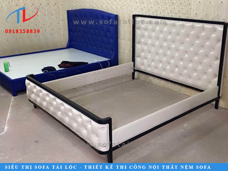 Bọc nệm đầu giường TPHCM sẽ giúp bạn thay đổi không gian với chiếc giường được đổi mới màu sắc hay hoa văn khác lạ. Việc sửa chữa và bọc lại cũng là cách bảo đảm vệ sinh và an toàn về sức khỏe cho bạn đối với vật dụng được sử dụng hàng ngày.