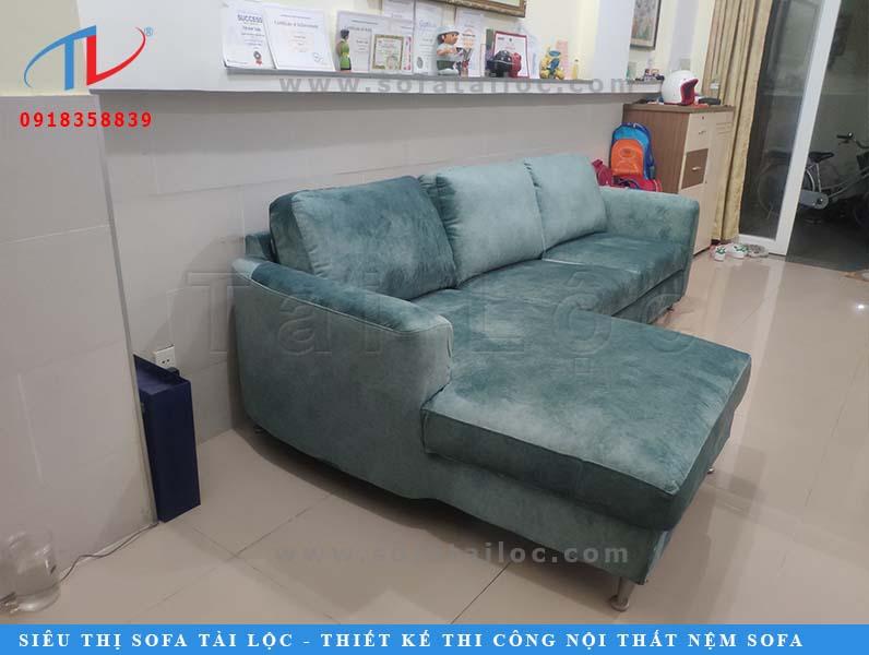 Ở Tài Lộc, các chất liệu bọc lại ghế sofa vô cùng đa dạng với hệ màu sắc cực phong phú và giá thành nhiều hạng mức để lựa chọn. Các chất liệu cơ bản có thể kể đến như bọc lại bằng simili giá rẻ, simili tầm trung, simili cao cấp, vải giá rẻ, vải cao cấp với chất liệu nỉ, bố và nhung. Ngoài ra, chất liệu giả da, da công nghiệp cũng rất được ưa chuộng. Chấ t liệu da bò thật rất đắt nên ít khách hàng nào sử dụng.