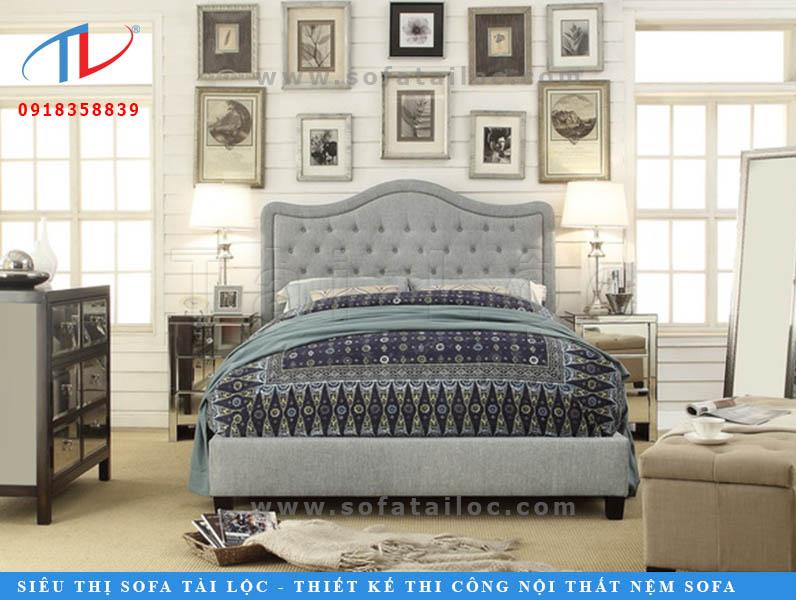 Giá giường bọc nệm dao động tầm từ 15 triệu. Giá có thể thấp hơn nếu khách hàng chọn chất liệu thường hoặc các khuôn mẫu đơn giản.