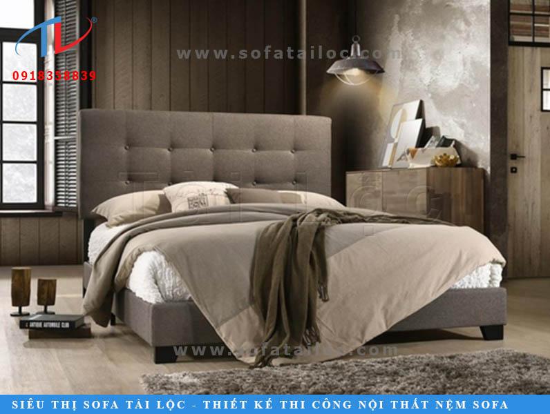 Những chiếc giường bọc nệm bọc vải luôn có sức hút lớn đối với gia chủ. Cảm giác từ chất liệu mềm mại và thông thoáng khiến bạn sẽ phần nào dễ chịu hơn.