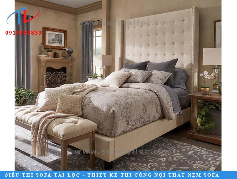 Những chiếc giường bọc nệm cao cấp được làm từ các nguyên liệu cao cấp giúp tôn vinh lên nét đẹp của căn phòng, bật lên giá trị của gia chủ và đặc biệt là thời gian sử dụng rất bền.