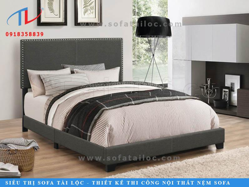 Để mua những chiếc giường bọc nệm giá rẻ TPHCM, bạn có thể tìm một nơi trực tiếp sản xuất như Tài Lộc để có giá gốc hoặc lựa chọn những kiểu giường ngủ bọc nệm có ít họa tiết, mẫu mã càng đơn giản càng tốt.