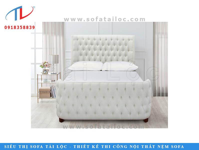 Chiếc giường nệm phòng ngủ màu trắng khiến căn phòng trở nên sang trọng và đẳng cấp