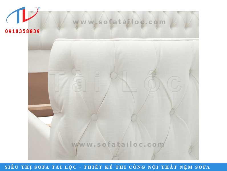 Cận cảnh chất liệu tinh tế của chiếc giường bọc nệm cao cấp.
