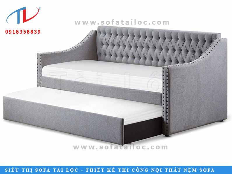 Thường thì các mẫu ghế giường hay có thiết kế với phần nệm được kéo dài tạo thành chiếc giường. Nhưng mẫu ghế này lại thiết kế theo kiểu ghế tầng có thể sử dụng để ngồi nhiều người hoặc dành cho 2 ng nằm. Với kích thước nhỏ thì mẫu ghế này khá phù hợp khi dành cho các bé yêu.