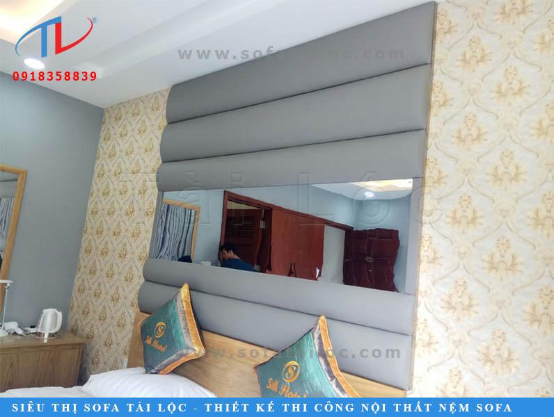 Tấm ốp tường bọc da giúp ngăn tiếng ồn rất tốt, mang đến không gian yên tĩnh, che đi các khuyết điểm về bức tường