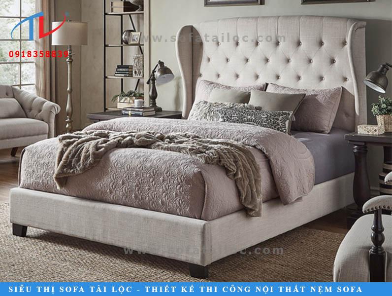 Mẫu giường nệm bọc vải bố màu kem trắng mang vẻ đẹp hiện đại và thời thượng.