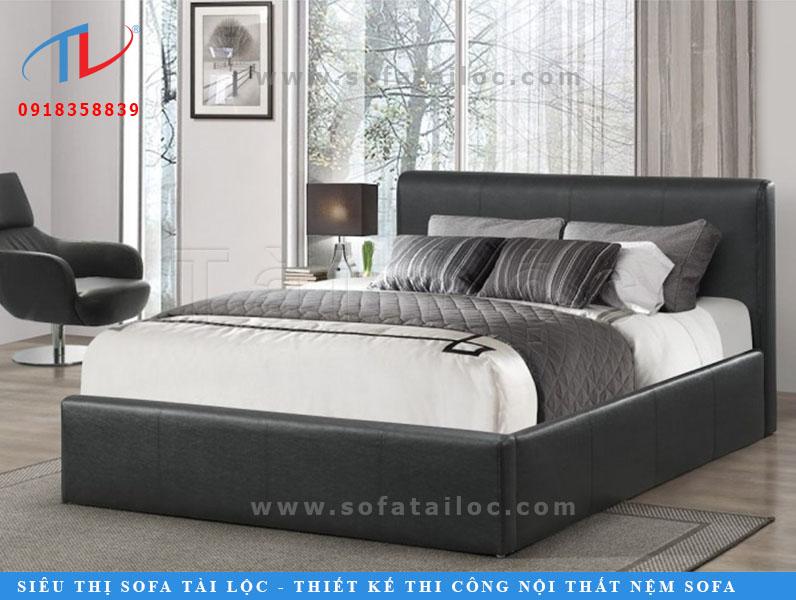 Những chiếc giường ngủ bọc nệm đẹp mang màu đen luôn có một sức hút đặc biệt. Black Anna với phong cách tao nhã cùng sự quyến rũ bí ẩn đã trở thành mẫu giường cực hot trong nhiều năm qua.