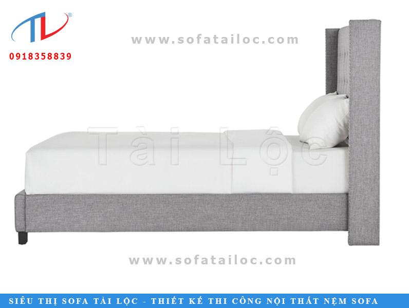Những mẫu giường bọc vải giá rẻ sẽ có thiết kế đơn giản. Bởi một đường nét cũng đòi hỏi sự kỳ công tỉ mỉ từ những người thợ. Thế nên nếu muốn mua giường ngủ bọc vải giá rẻ. Bạn đừng quên chọn lựa những mẫu giường có kiểu dáng nhẹ nhàng và ít đường nét một chút.