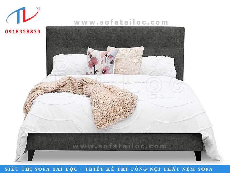 Những mẫu giường ngủ đầu nệm giá rẻ khi được làm thêm một hàng nút rút phía sau sẽ khiến nó trở nên bắt mắt và xinh xắn lên rất nhiều.