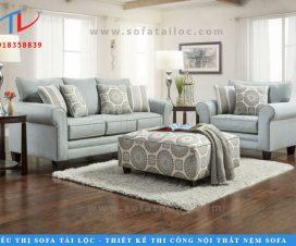 Một mẫu ghế sofa phòng khách hiện đại với tông màu pastel nhẹ nhàng mà bạn không nên bỏ lỡ. Phối với sàn gỗ và không gian sáng, kết hợp với đôn ghế, gối ôm có hoa văn nhẹ nhàng và trang nhã là lựa chọn mà nhiều khách hàng ngày nay áp dụng.