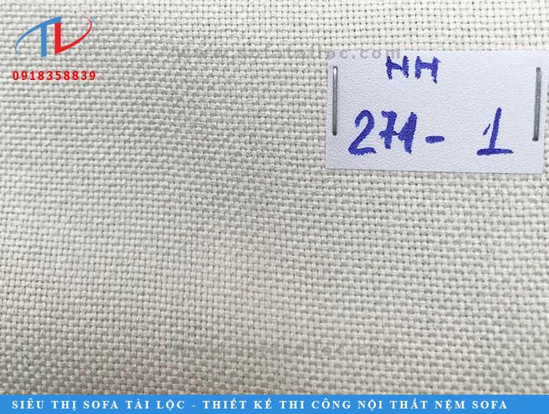 Sử dụng vải bố trắng xám bọc giường tạo hiệu ứng nới rộng không gian.