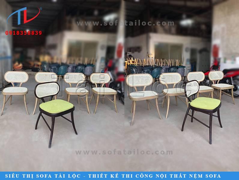 Xưởng đóng bàn ghế cafe của Tài Lộc có thể làm theo đơn hàng với số lượng lớn lên đến hàng ngàn cái trong thời gian nhanh chóng.