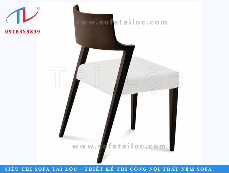 Mẫu bàn ghế cafe gỗ đjep cao cấp CF22 được phối nệm êm ái. Điểm nhấn chủ chốt là phần khung sườn gỗ với độ nghiêng hoàn hảo và tinh tế