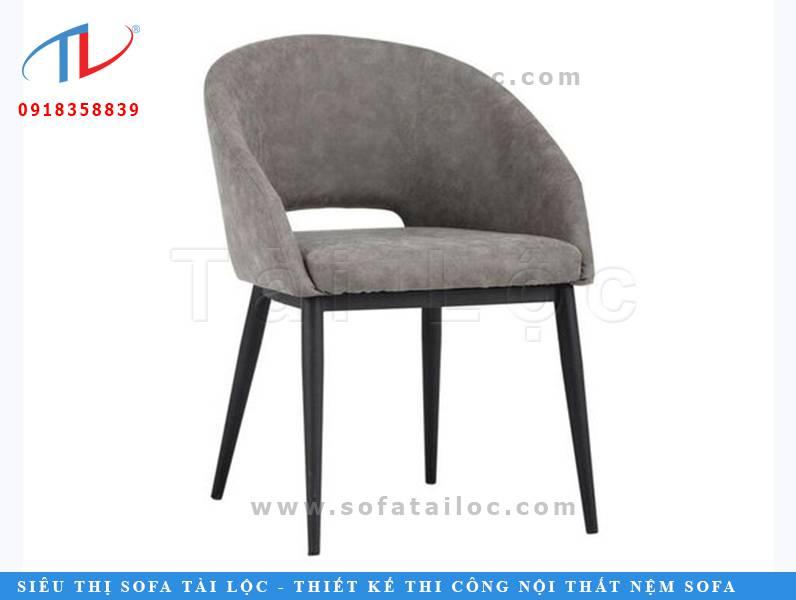 CF28 là mẫu bàn ghế cafe-lạ bọc nệm sang trọng với phần lưng dựa được thiết kế tao nhã. Ngoài ra còn có phần lỗ hổng giúp thoáng khí và mang lại cảm giác dễ chịu khi ngồi.