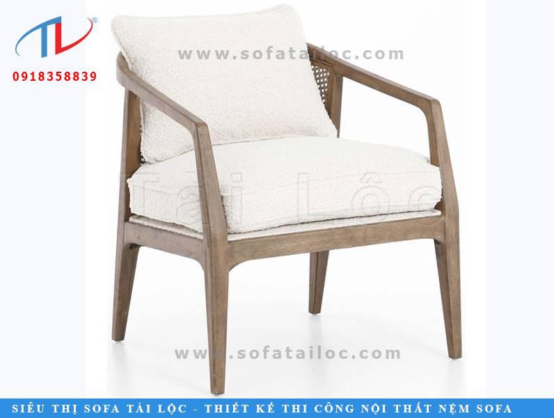 CF32 là mẫu bàn ghế phong cách cổ điển với sự hòa trộn tinh tế giữa màu gỗ trầm và vải bố màu trắng tinh khôi. Giúp không gian đượm màu hoài cổ nhưng vô cùng tươi sáng