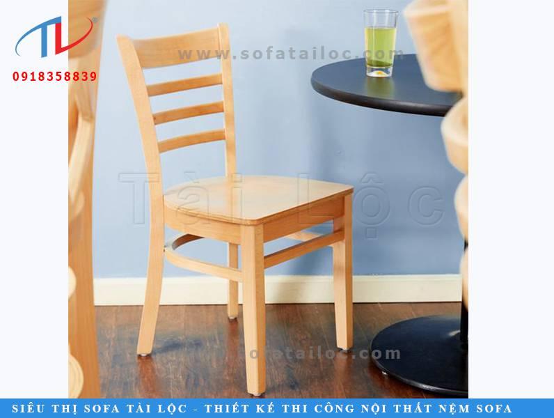 Mẫu bàn ghế cafe thấp nhỏ gọn bằng gỗ CF05 cũng thường được sử dụng làm ghế ngồi tại các phòng học, trung tâm dạy thêm. Kích thước gọn nên không chiếm nhiều diện tích.