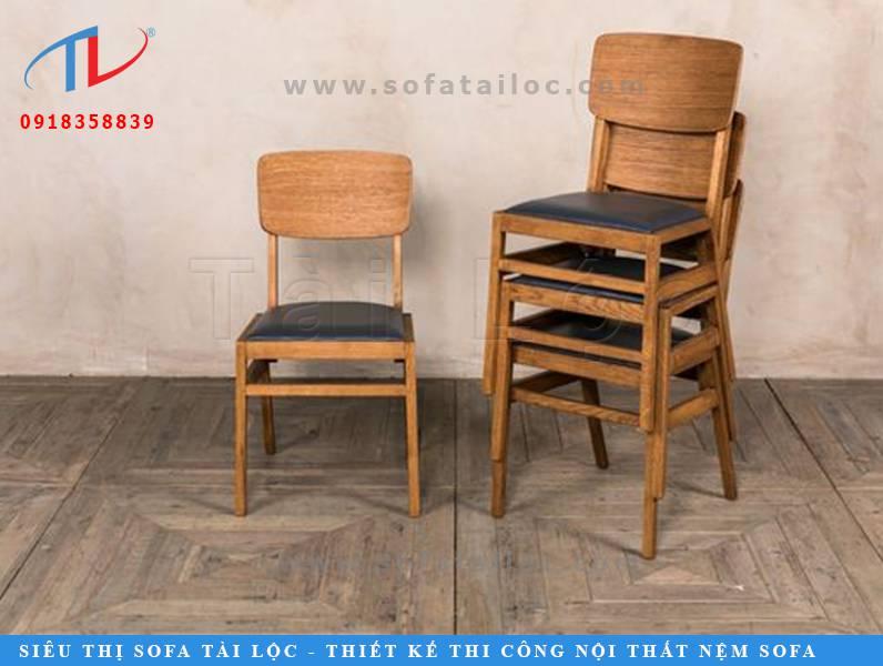 CF42 là mẫu ghế cafe gỗ nệm đẹp cao cấp khiến không gian ấm cúng và gần gũi. Màu gỗ cam phối cùng simili màu đen đem lại sức hút khó cưỡng cho không gian.