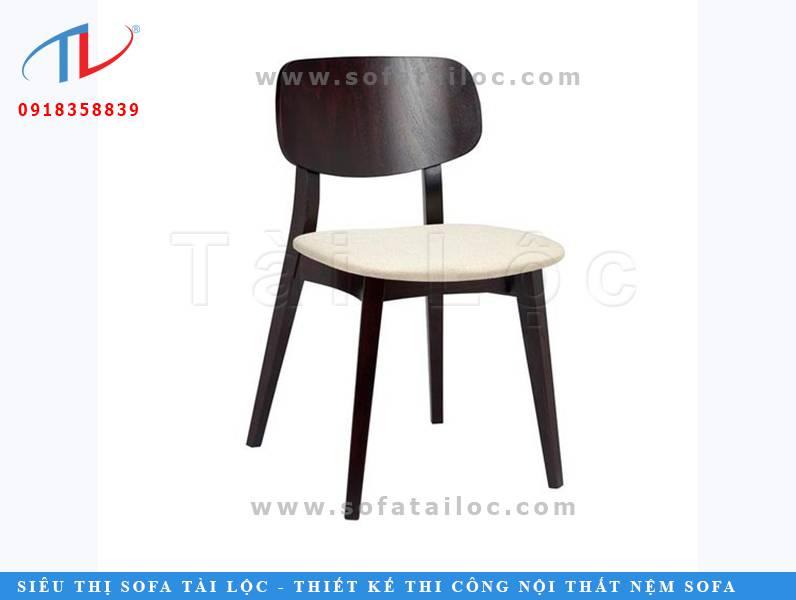 CF45 là mẫu ghế cafe nệm êm chân gỗ với thiết kế thanh thoát thường được thấy nhiều tại các quán cafe ngày nay.