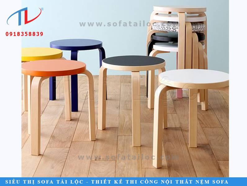 Mẫu bàn ghế cafe shop thư giãn CF12 rất được yêu thích tại các quán ăn, cafe, trà sữa có không gian nhỏ. Ghế vừa có thể tận dụng làm ghế vừa làm bàn. Khi dọn dẹp xếp chồng lên nhau cực kỳ đơn giản. Ngoài ra, có thể sơn lên bề mặt nhiều màu sắc ấn tượng và độc đáo.
