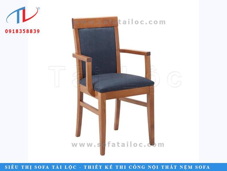 Cf47 là mẫu ghế gỗ nệm cafe đẹp cao cấp cho không gian sống thêm ấn tượng với gỗ màu nâu cam và phần đệm bọc vải xanh dương đậm đẹp mắt. Có thể thay thế bằng nhiều gam màu khác giúp không gian hoàn hảo hơn.