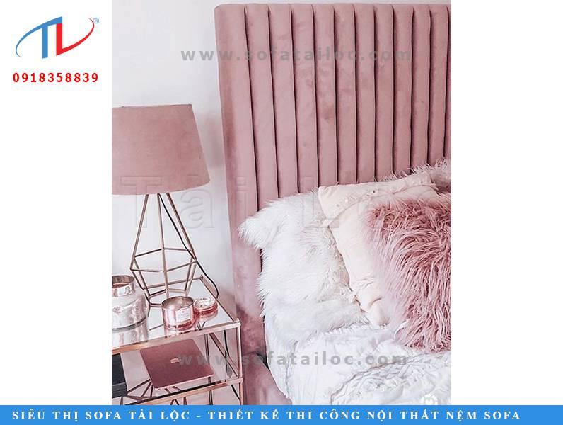 Mẫu ốp vách bọc nỉ có thể gắn đầu giường để tạo sử thoải mái và êm ái cho người sử dụng khi nghỉ ngơi.