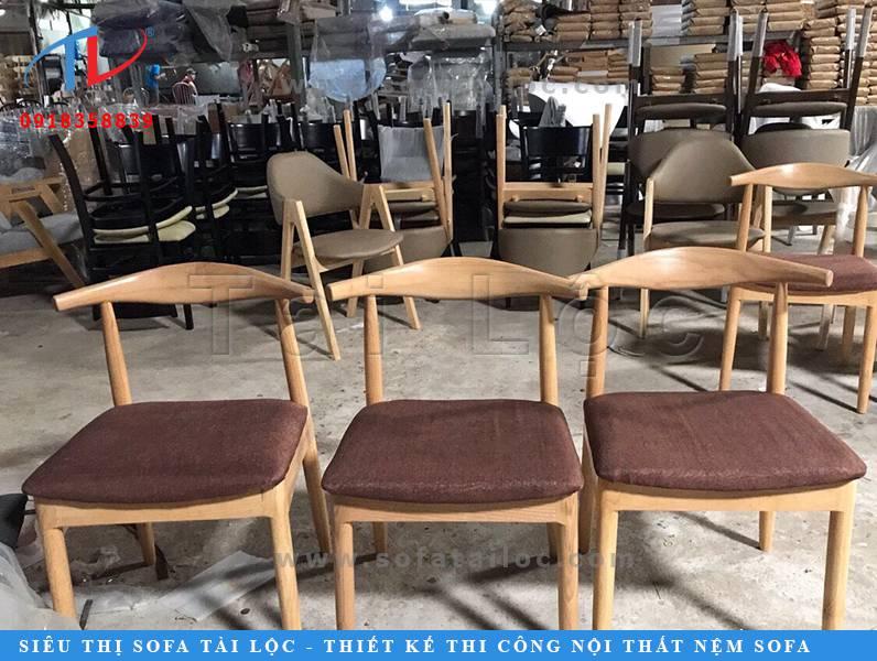Hàng trăm mẫu ghế cafe bọc nỉ cao cấp tại xưởng sản xuất Tài Lộc. Đây là một trong số những mẫu bàn ghế cafe bọc nỉ được đông đảo khách hàng kinh doanh quán cafe, trà sữa ưa chuộng trong thời gian gần đây