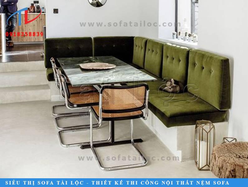 Những mẫu bàn ghế sofa cafe đẹp giá rẻ có màu sắc hài hòa với chủ đề thiết kế, màu tường cùng nội thất xung quanh sẽ là một lựa chọn khôn ngoan giúp không gian quán hài hòa, sang trọng.